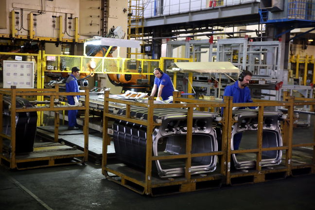 Pinched by Sanctions, Iran's Auto Industry Taps Into Academia's Capabilities