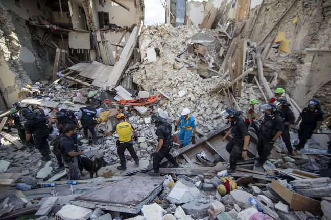 Italy quake death toll nears 250 as rescuers search demolished towns