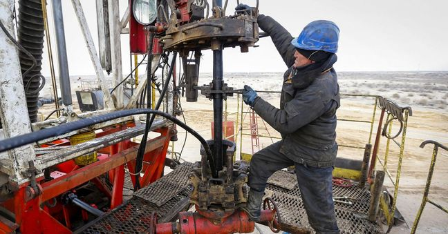 Oil prices reverse early losses, but glut worries cap gains
