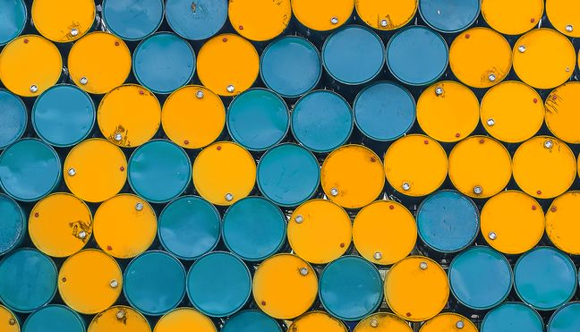 Oil Rises as Restrictions on Iran Tighten Supply