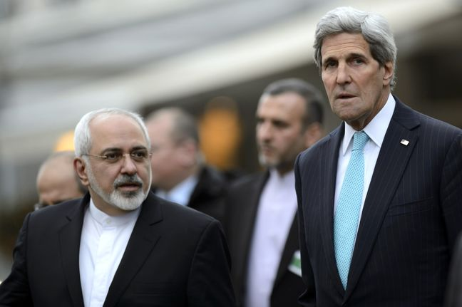 Zarif and Kerry introduced as winners of Chatham House Prize