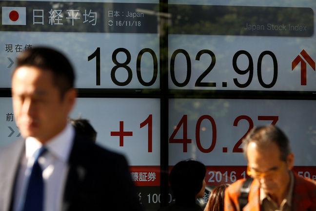 Asia Stocks Climb as Busy Week Begins; Euro Rises