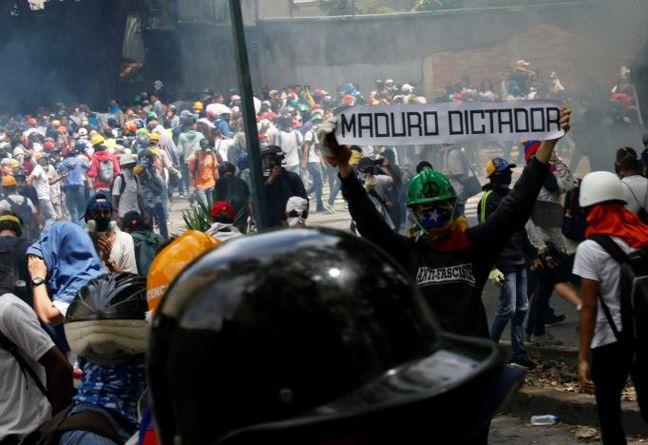 Venezuela protests rage, jailed Lopez supporters stage vigil