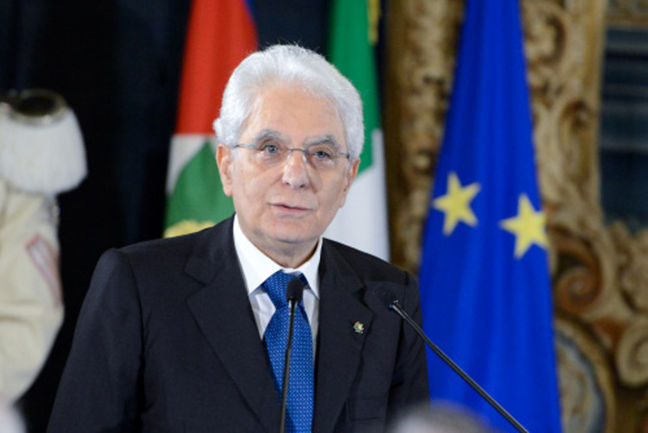 Italy president starts talks to seek way out of political crisis