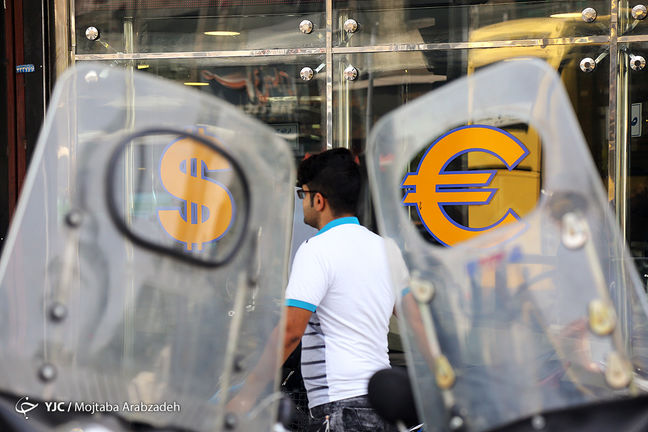 Tehran Market: Euro and USD Keep Climbing