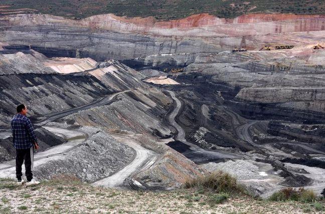 Trump declares end to 'war on coal,' but utilities aren't listening