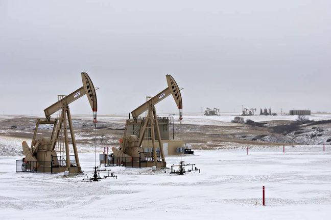 Oil Extends Decline as U.S. Producers Boost Drilling Amid Glut