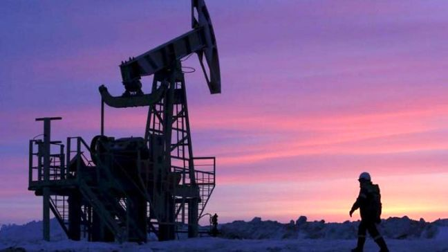 Oil prices edge up as U.S. supply tightens, Iran sanctions loom