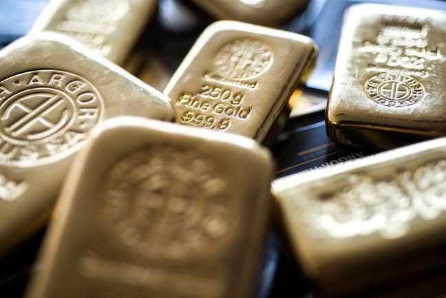 U.S. Stocks Halt 3-Day Drop as Dollar, Gold Climb