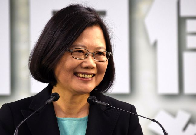 Taiwan president says phone call with Trump can take place again