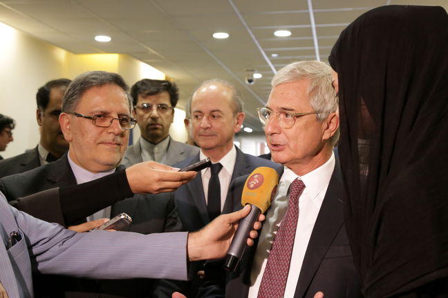 France calls for improvement of banking ties with Iran