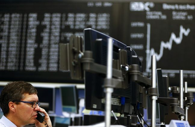 European Stocks Slip With Oil as Fed Speculation Revives Dollar