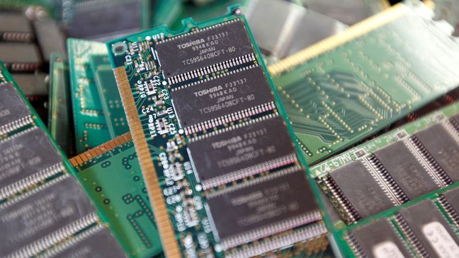 Bain Seeks $7 Billion From Apple for Toshiba Chips Bid