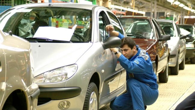 Iranian Carmakers Stand Accused of Hoarding, Insider Trading