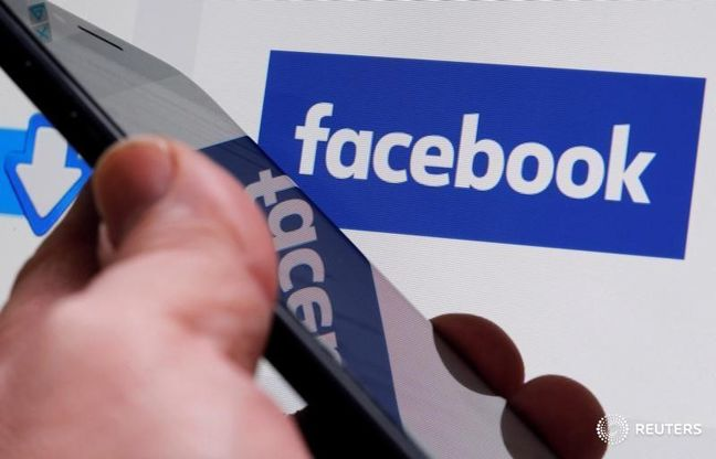 Facebook changes algorithm to curb 'tiny group' of spammers