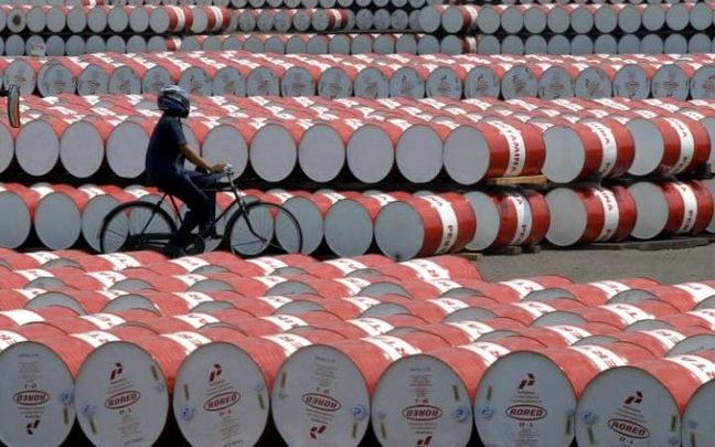 Oil Market Turns Upside Down as Shale Rushes to Hedge Post-OPEC