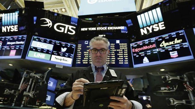 U.S. Stocks Slip on Tech Drop, Dollar Up After Fed
