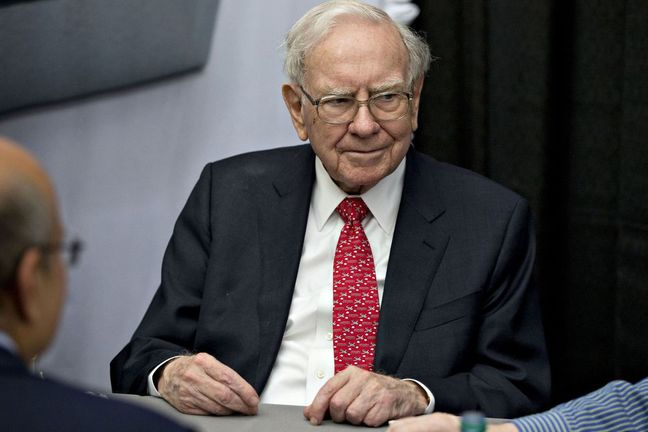 Buffett Warns Investors That Safe-Looking Bonds Can Be Risky