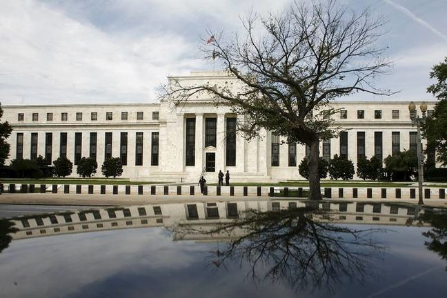 European Stocks Retreat as Bonds Rise Before Fed; Crude Declines