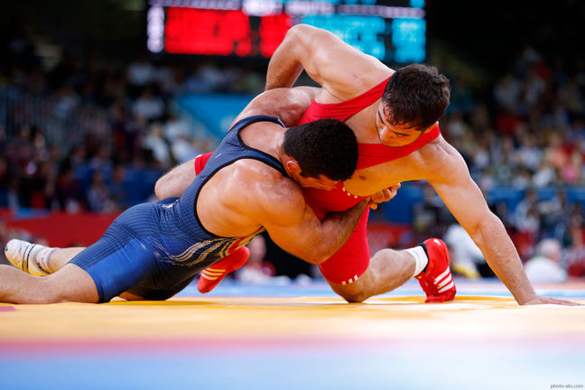 Iranian wrestler tops in 77kg weight category