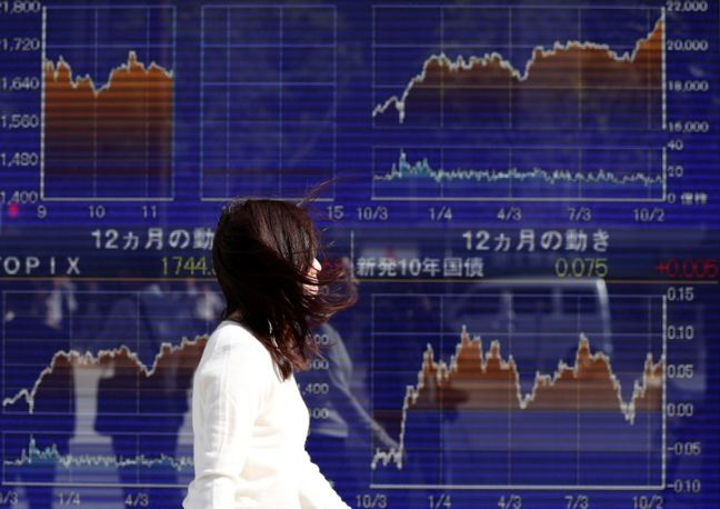 Asia Stocks Gain as Trade in Focus; Dollar Steady