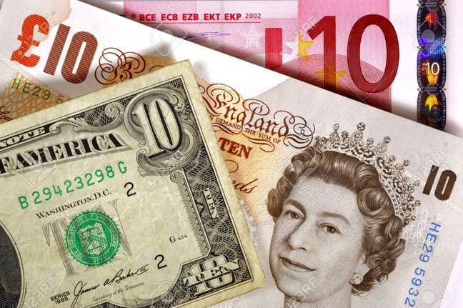 Pound Tumbles to Three-Decade Low as Angst Over Brexit Persists