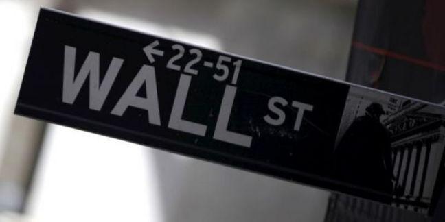 Wall Street ends flat as financials' rise offsets tech drop