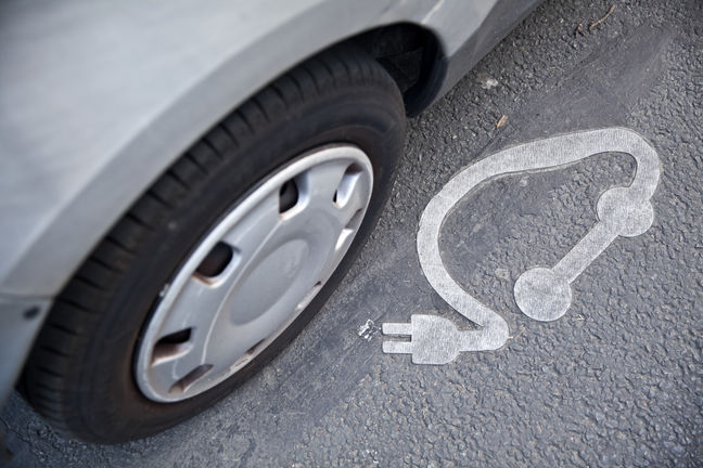 Parked Electric Cars Earn $1,530 From Europe's Power Grids