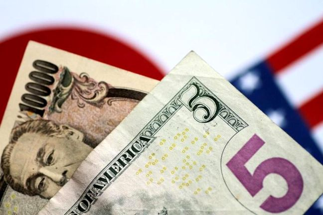 Dollar, yen gain as investors seek safety from Italy turmoil
