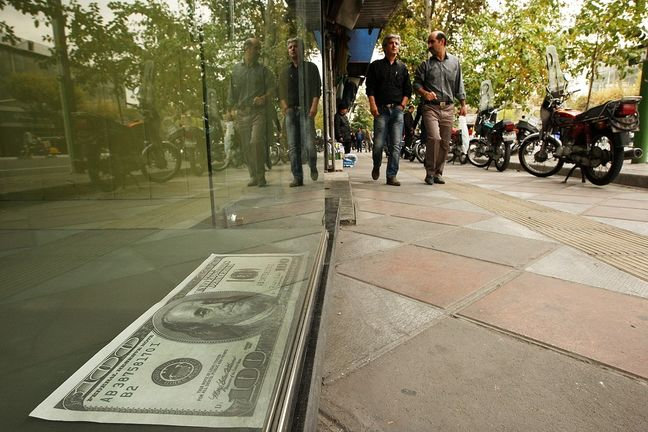 Intense Rally Reported in Tehran's Forex and Gold Markets